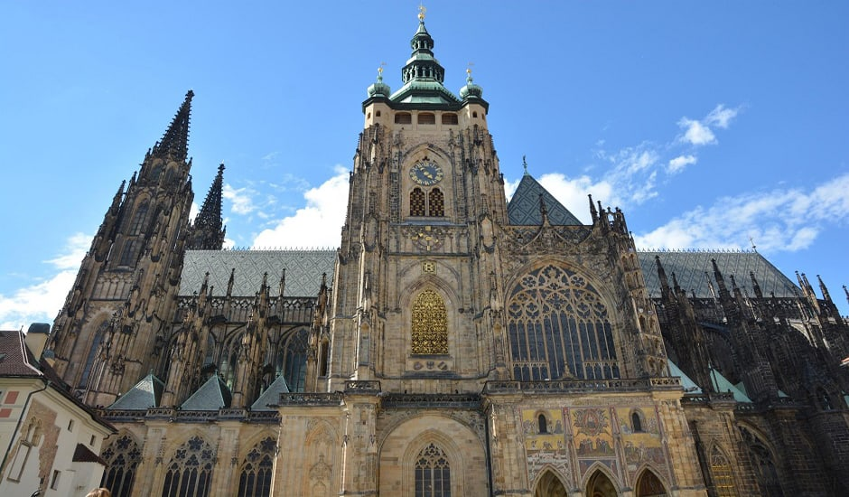 chase_prague_cathedral_940x550
