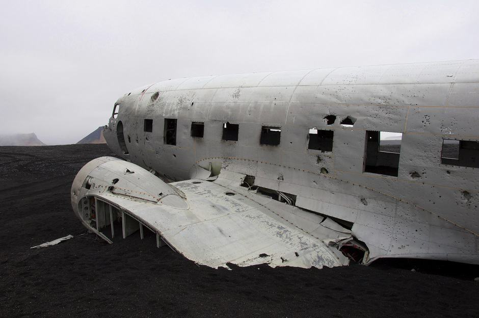 julia-iceland-crashed-plane-940x624