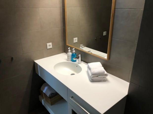 Silica Hotel Iceland - bathroom.